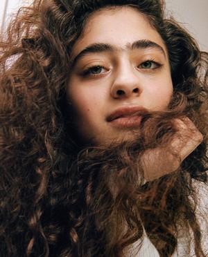 Persona con cabello rizado
