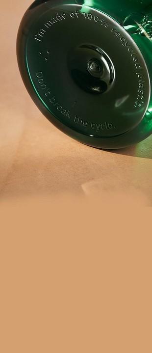 Inscripción en la parte inferior de una botella