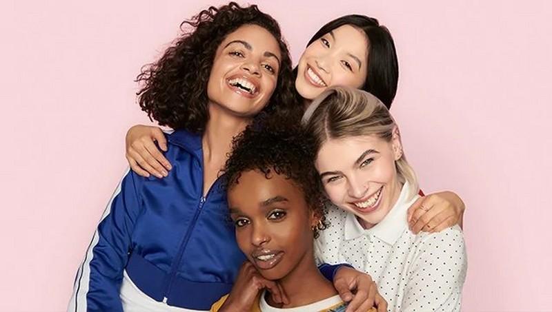 Gruppe lachender Frauen