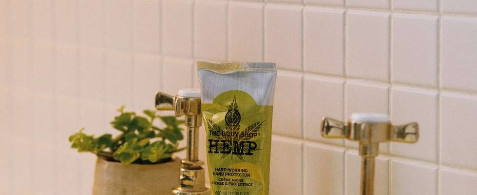 The Body Shop Hemp Hard-working Hand Protector