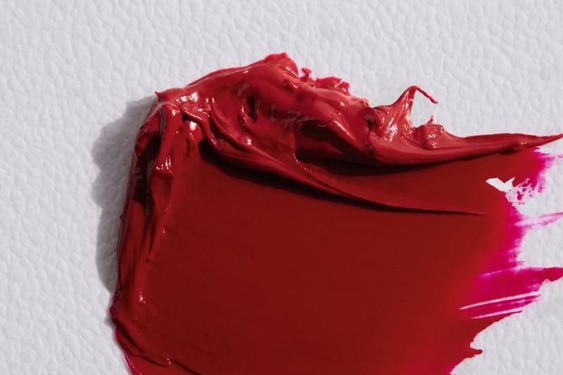 Utsmetat rött läppstift