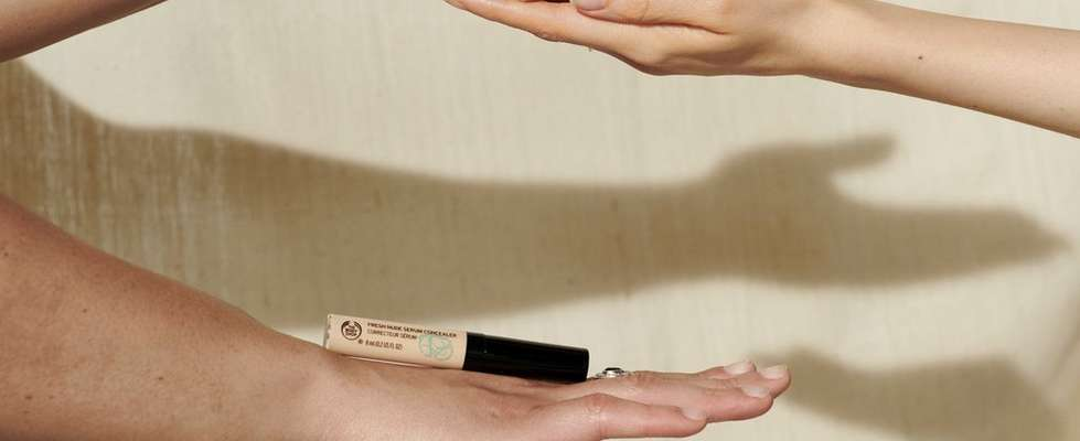 Hands holding The Body Shop Concealer
