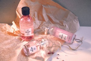 THE BODY SHOP WHITE MUSK FLORA RANGE