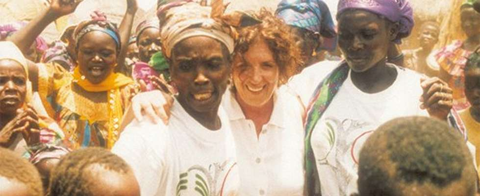 Anita Roddick dans une foule de femmes
