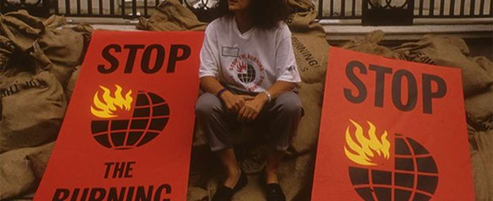 Anita Roddick with Stop The Burning banners
