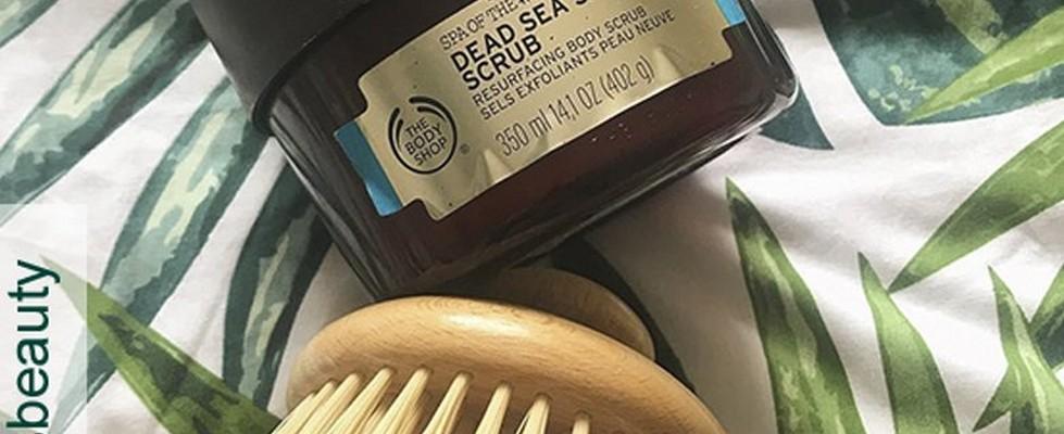 Cepillo Redondo para el Cuerpo junto a un exfoliante corporal de Spa of the World