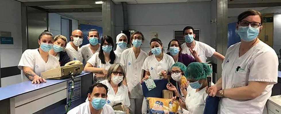 Imagen de personal sanitario co donaciones de productos de The Body Shop