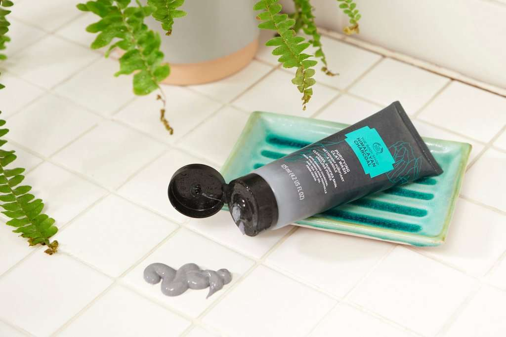 The Body Shop Himalayan Charcoal Purifying Clay