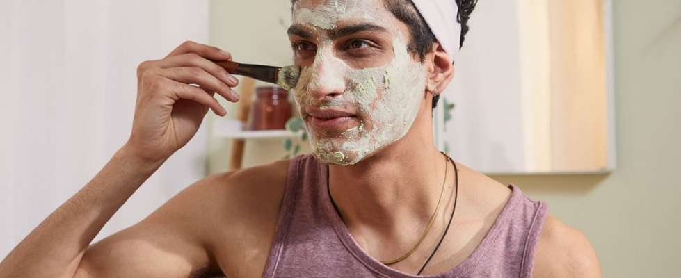 Man applying pollution clearing face mask