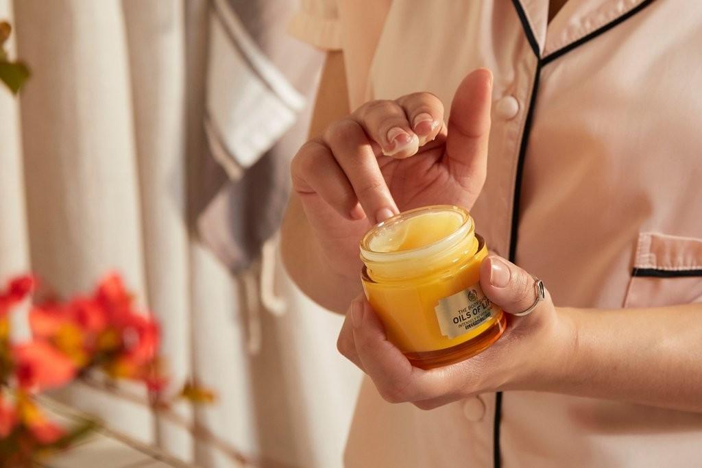 The Body Shop Oils of Life Revitalising Sleeping Cream