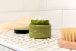 L'exfoliant corporel à l'olive de The Body Shop