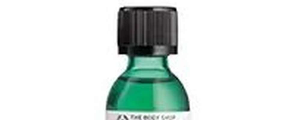 BOTTLE OF BODY SHOP TEA TREE OIL