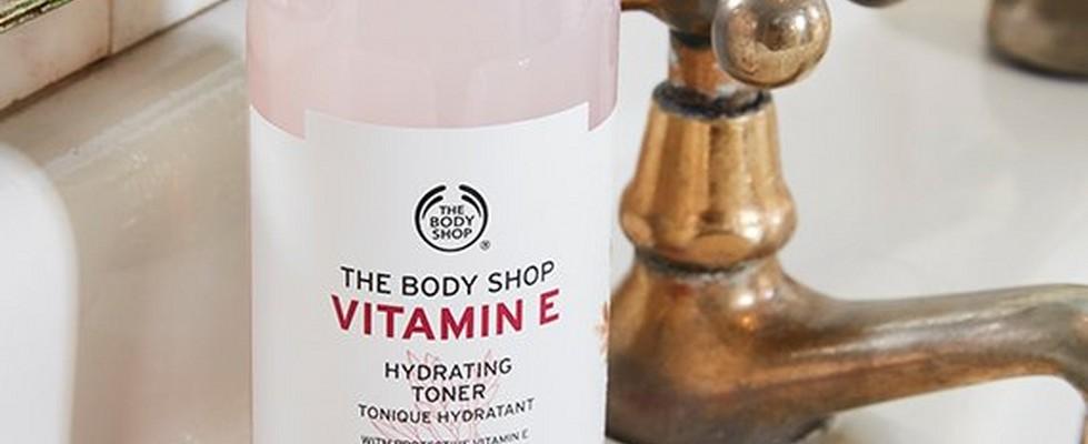 Tónico Hidratante de Vitamina E sobre un lavado