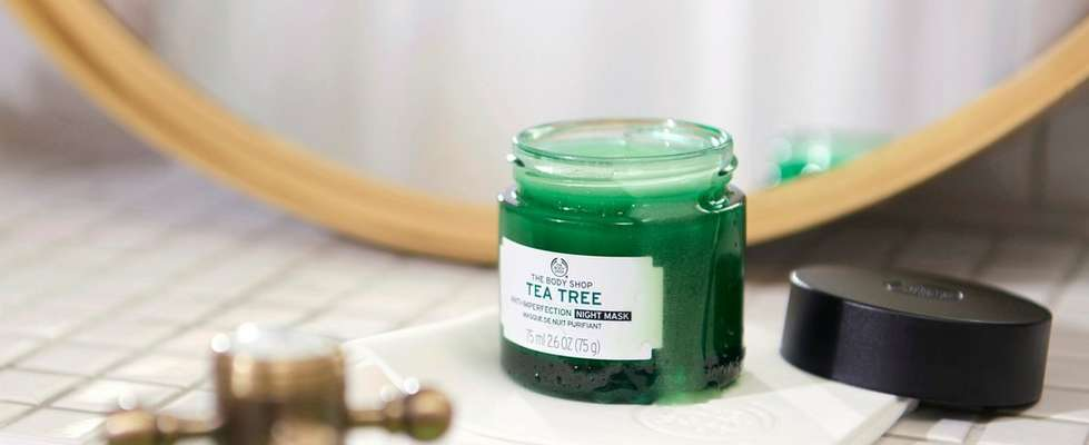Pot of The Body Shop Tea Tree anti-imperfection night mask