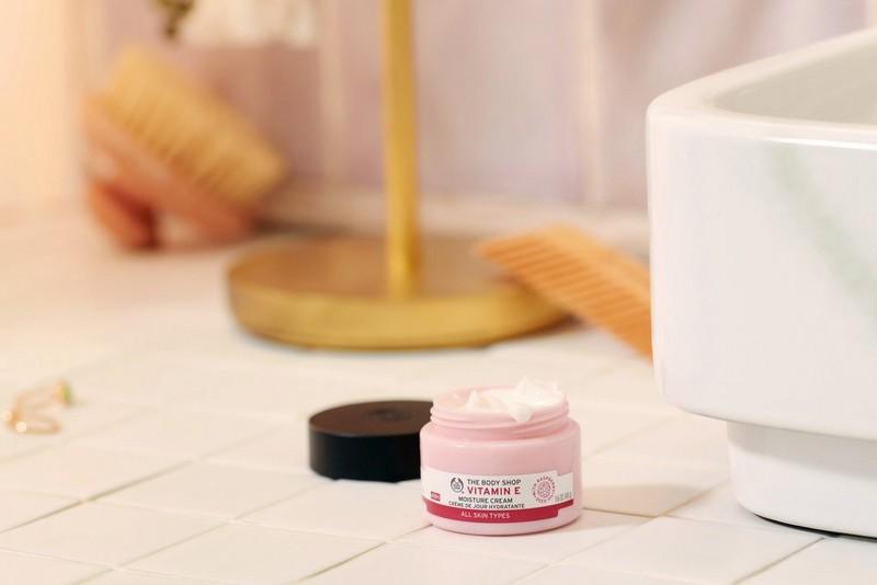 Vitamin e day cream open tub