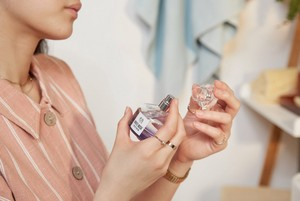 Woman holding The Body Shop White Musk Eau De Parfum