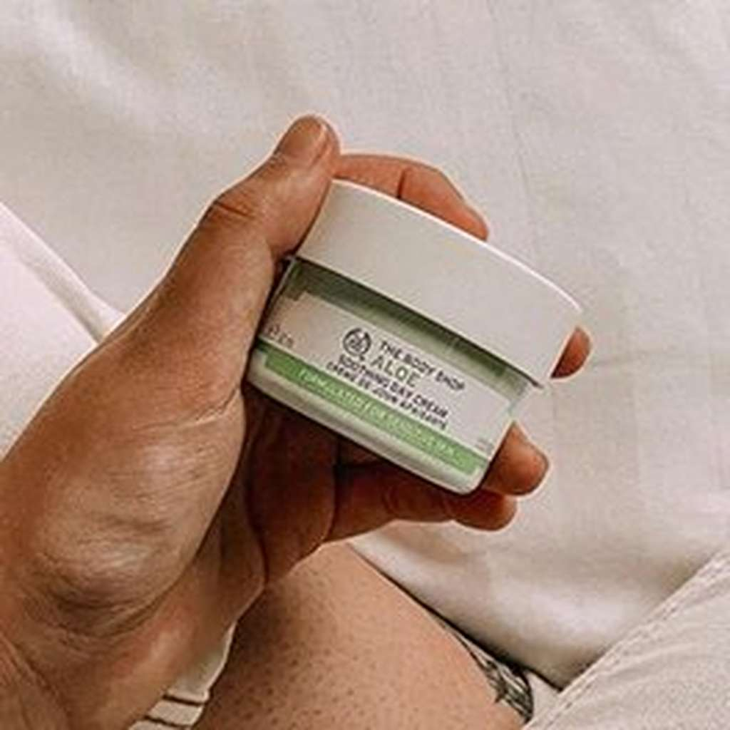 HAND HOLDING ALOE SOOTHING DAY CREAM