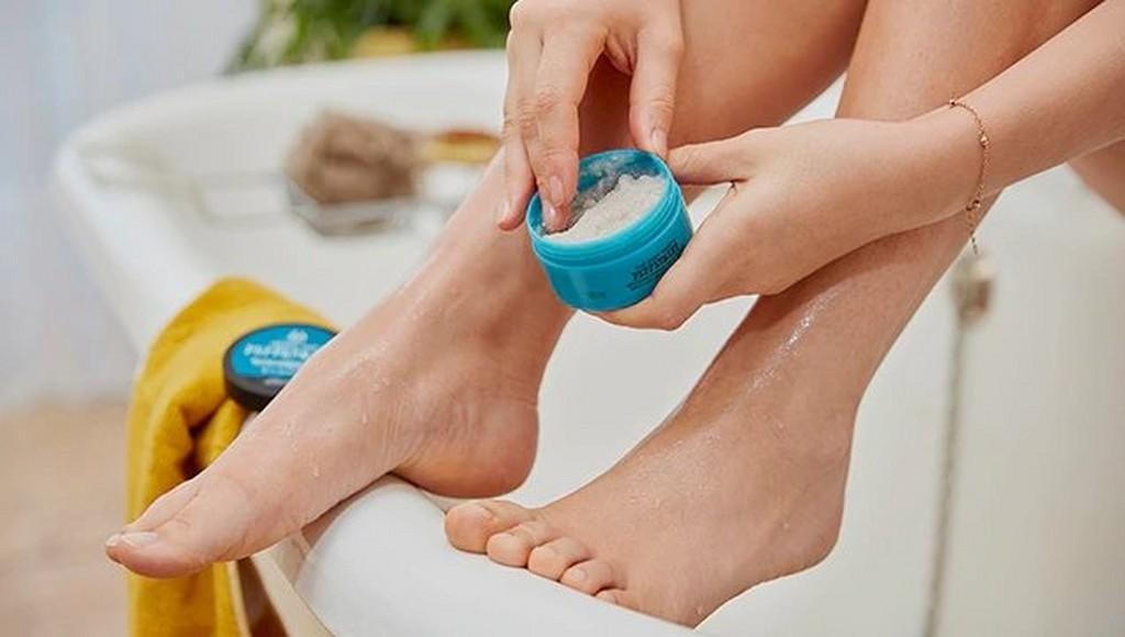 Applying foot scrub