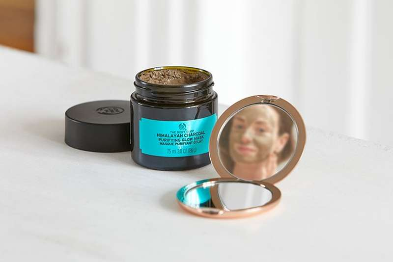 The Body Shop Himilayan Charcoal purifying glow face mask
