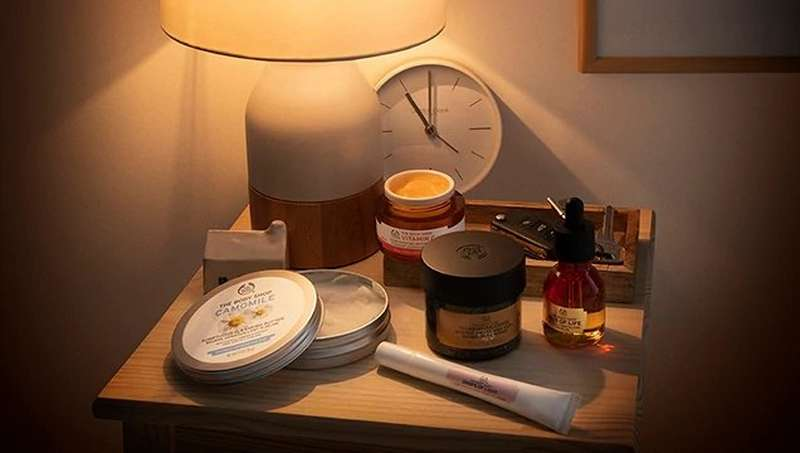 BODY SHOP PRODUCTS UNDER TABLE LAMP