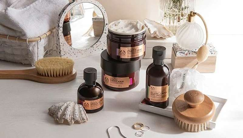 BODY SHOP PRODUCTS ON DRESSING TABLE